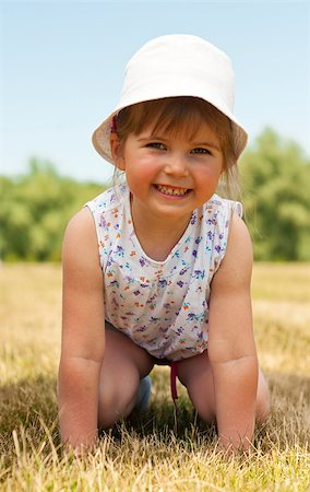 raysay (artist) - Little adorable girl posing in the park Stock Photo - Budget Royalty-Free & Subscription, Code: 400-04416792