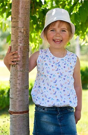 raysay (artist) - Little adorable girl posing by tree in the park Stock Photo - Budget Royalty-Free & Subscription, Code: 400-04416793