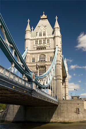 The Tower Bridge on the river Thames, London Stock Photo - Budget Royalty-Free & Subscription, Code: 400-04433445