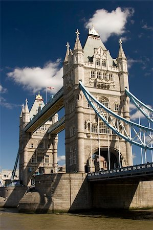The Tower Bridge on the river Thames, London Stock Photo - Budget Royalty-Free & Subscription, Code: 400-04433442