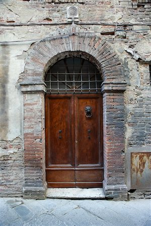 Wooden door with brick archway, Italy. Stock Photo - Budget Royalty-Free & Subscription, Code: 400-04449464