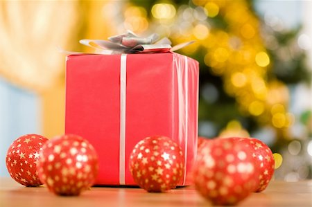 simsearch:400-05749231,k - Close-up of beautiful giftbox with several red balls near by Stock Photo - Budget Royalty-Free & Subscription, Code: 400-04549494