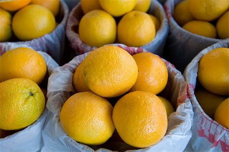 An image of large oranges at a fresh farmer's market Stock Photo - Budget Royalty-Free & Subscription, Code: 400-04573596