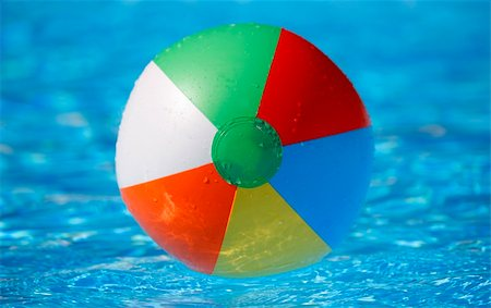 spanishalex (artist) - Dead centred shot from a low angle of a floating beachball in a bright blue pool Stock Photo - Budget Royalty-Free & Subscription, Code: 400-04651510