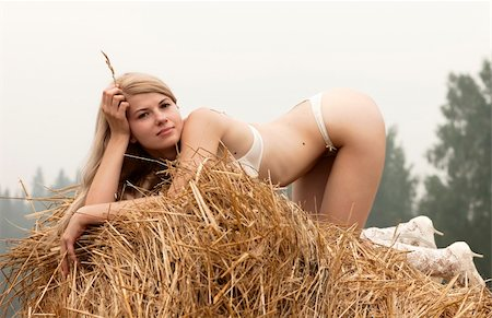 doing sex - Young sexy woman on a summer day among the straw. Stock Photo - Budget Royalty-Free & Subscription, Code: 400-04713835