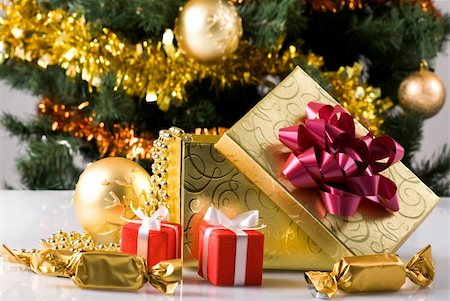 simsearch:400-05749231,k - Close-up of gift boxes, sweets and toy ball on background of decorated xmas tree Stock Photo - Budget Royalty-Free & Subscription, Code: 400-04876357