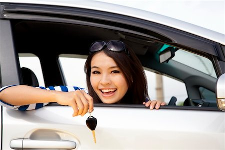 young happy woman in car showing the key Stock Photo - Budget Royalty-Free & Subscription, Code: 400-04913955