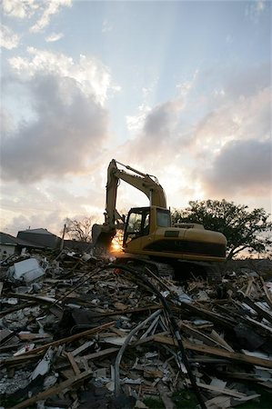 flooded homes - A flood damaged home in the Lakeview section of New Orlean is torn down. Stock Photo - Budget Royalty-Free & Subscription, Code: 400-04971932