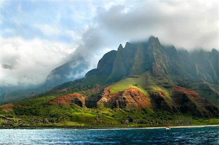 Mountains of Kauai, Hawaii are covered with clouds.  Na Pali coastline is rugged and covered in lush tropical foliage. Stock Photo - Budget Royalty-Free & Subscription, Code: 400-04999091