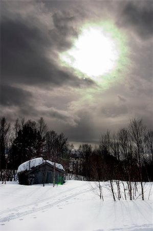 A winter night cabin scene Stock Photo - Budget Royalty-Free & Subscription, Code: 400-05012974