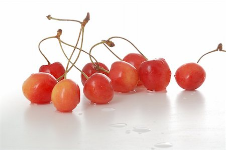 simsearch:400-04344039,k - tasty-looking delicious cherries, isolated on white, close-up Stock Photo - Budget Royalty-Free & Subscription, Code: 400-05035394