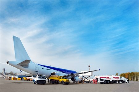airliner's technical service at airfield, preparing for flight Stock Photo - Budget Royalty-Free & Subscription, Code: 400-05057960