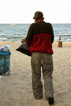 homeless on a beach looking for trash bins Stock Photo - Budget Royalty-Free & Subscription, Code: 400-05074374