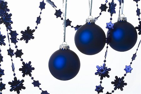 simsearch:400-05749231,k - Image of blue toy balls and decorative garlands for Christmas fir tree Stock Photo - Budget Royalty-Free & Subscription, Code: 400-05085071