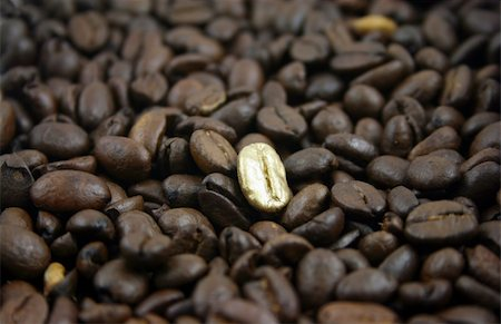 pokerman (artist) - Golden Coffee Bean on a bed of normal coffee beans Stock Photo - Budget Royalty-Free & Subscription, Code: 400-05108364