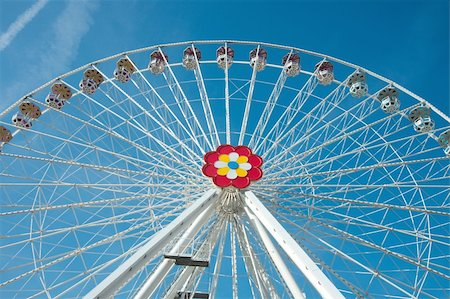 dpruter - Big wheel in an amusement park Stock Photo - Budget Royalty-Free & Subscription, Code: 400-05152705