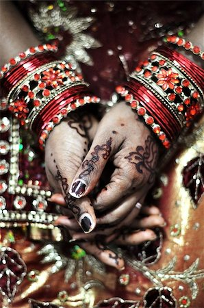 An Indian bride and the henna artwork on her hands Stock Photo - Budget Royalty-Free & Subscription, Code: 400-05340404