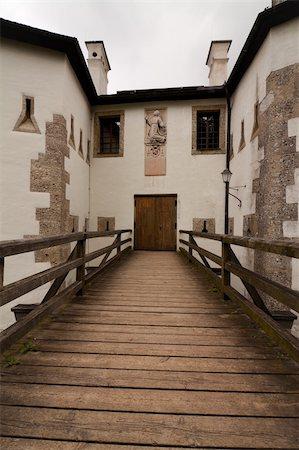 puentes - Franziskischlössl in Salzburg Stock Photo - Budget Royalty-Free & Subscription, Code: 400-05350276