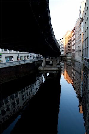 puentes - Streets of Hamburg Stock Photo - Budget Royalty-Free & Subscription, Code: 400-05350272