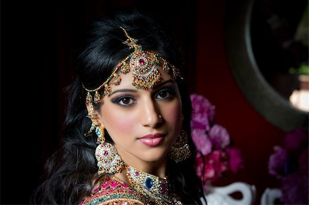 Image of a gorgeous Indian bride traditionally dressed Stock Photo - Budget Royalty-Free & Subscription, Code: 400-05697295