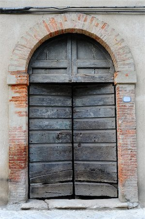Close-up Image Of  Wooden Ancient Italian Door Stock Photo - Budget Royalty-Free & Subscription, Code: 400-05732356