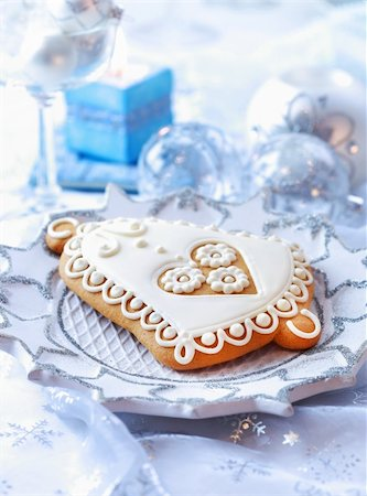 Place setting for Christmas with gingerbread bell Stock Photo - Budget Royalty-Free & Subscription, Code: 400-05744129