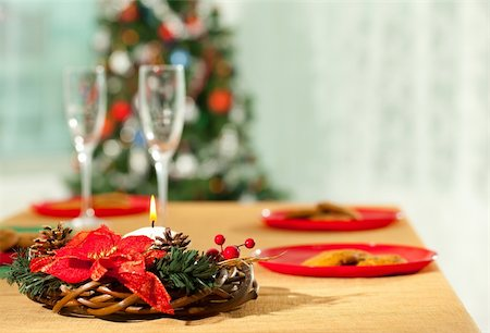 simsearch:400-05749231,k - Image of holiday wreath with flutes and plates at background on Christmas table Stock Photo - Budget Royalty-Free & Subscription, Code: 400-05747357