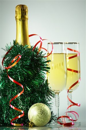 simsearch:400-05749231,k - Two champagne flutes with green tinsel, bottle of champagne and toy ball near by Stock Photo - Budget Royalty-Free & Subscription, Code: 400-05750962