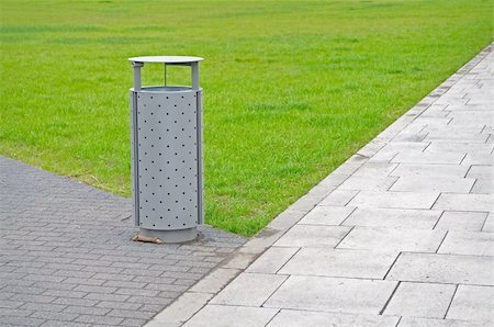 Public litter bin on the park Stock Photo - Budget Royalty-Free & Subscription, Code: 400-05904932