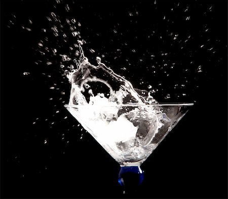 clear water splash on black background Stock Photo - Budget Royalty-Free & Subscription, Code: 400-05911748