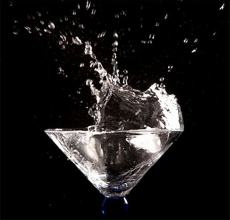 clear water splash on black background Stock Photo - Budget Royalty-Free & Subscription, Code: 400-05911749