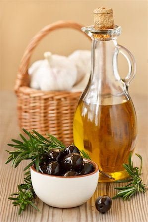 Olive oil, black olives and fresh garlic in a basket. Stock Photo - Budget Royalty-Free & Subscription, Code: 400-06079348