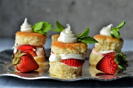 Image of strawberry shortcakes on a serving tray Stock Photo - Budget Royalty-Free & Subscription, Code: 400-06092948