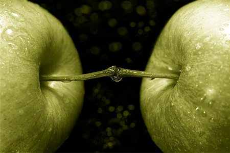 simsearch:400-04344039,k - green apples against a black background Stock Photo - Budget Royalty-Free & Subscription, Code: 400-06129710
