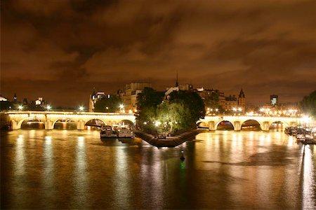 puentes - Nightshot of Paris Stock Photo - Budget Royalty-Free & Subscription, Code: 400-06132841