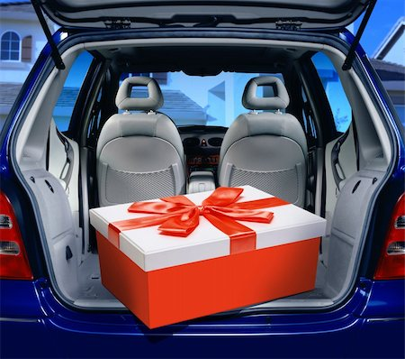 a fancy box in the passenger compartment of car Stock Photo - Budget Royalty-Free & Subscription, Code: 400-06205932