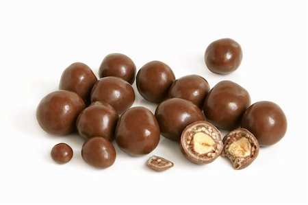 simsearch:400-04344039,k - Hazelnuts in chocolate on a white background Stock Photo - Budget Royalty-Free & Subscription, Code: 400-06333051