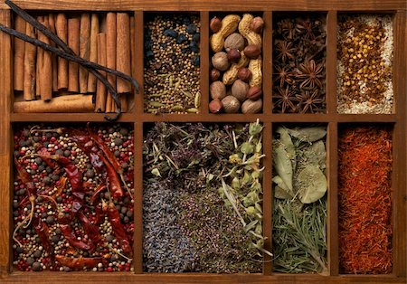 pimento - Nine Sections in Wooden Box with Mixed Spices, Herbs and Dried Leafs close up Stock Photo - Budget Royalty-Free & Subscription, Code: 400-06365740