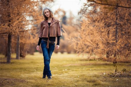 young girl in autumn park Stock Photo - Budget Royalty-Free & Subscription, Code: 400-06391169