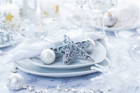 Place setting in white and silver for Christmas with star Stock Photo - Budget Royalty-Free & Subscription, Code: 400-06457281