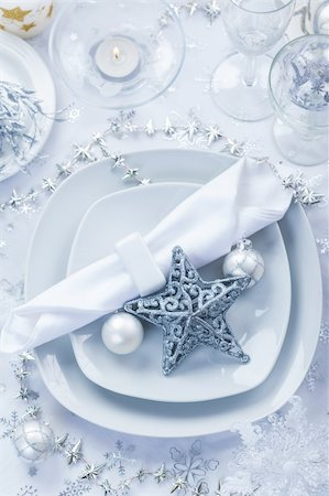 Place setting in white and silver for Christmas with star Stock Photo - Budget Royalty-Free & Subscription, Code: 400-06457282