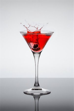 classic contemporary cocktail with display on the mirror Stock Photo - Budget Royalty-Free & Subscription, Code: 400-06911038