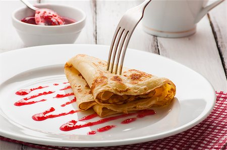 raysay (artist) - light summer breakfast with hot pancake and raspberry jam Stock Photo - Budget Royalty-Free & Subscription, Code: 400-07042828