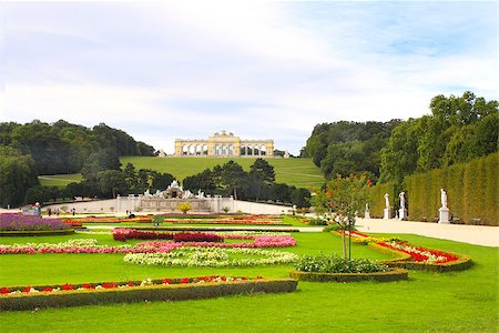 Gloriette and Schonbrunn gardens, Vienna, Austria Stock Photo - Budget Royalty-Free & Subscription, Code: 400-07125323