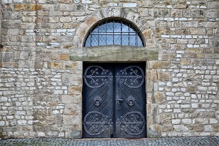 Ancient wooden door in an old castle Stock Photo - Budget Royalty-Free & Subscription, Code: 400-07173700
