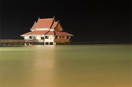 flooded homes - Peacefully House in the Sea with Black Night Sky Background Stock Photo - Budget Royalty-Free & Subscription, Code: 400-07627064