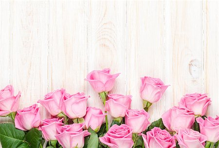 Pink roses bouquet over wooden table. Top view with copy space Stock Photo - Budget Royalty-Free & Subscription, Code: 400-08073897