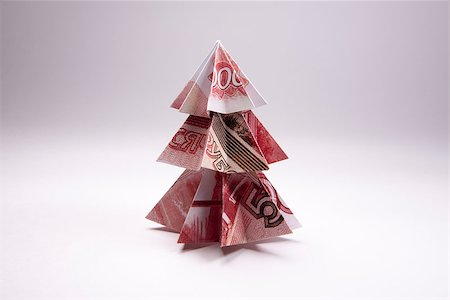 simsearch:400-05936191,k - Christmas tree origami made of banknotes rubles. Handmade Stock Photo - Budget Royalty-Free & Subscription, Code: 400-08777048