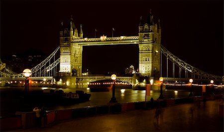 tower bridge at night with tourists walking on the riverside Stock Photo - Budget Royalty-Free & Subscription, Code: 400-03915972
