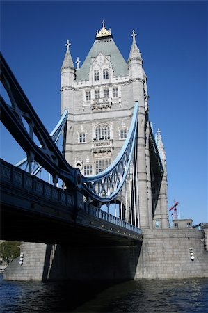 The Tower Bridge on the river Thames, London Stock Photo - Budget Royalty-Free & Subscription, Code: 400-03912083